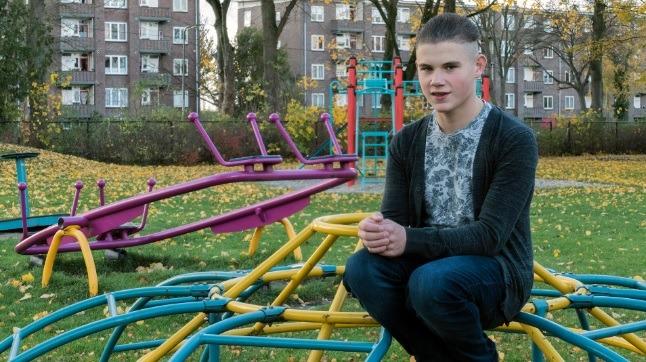 Niels, stagiaire bij KindCentrum Borgele wint de Witte Blomprijs